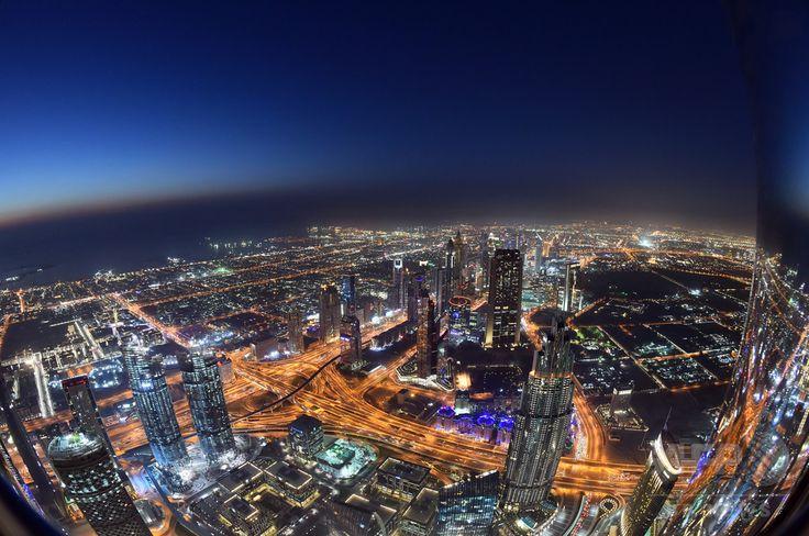 アラブ首長国連邦(UAE)ドバイ دبي Dubai にある世界一高いタワー「ブルジュ・ハリファ برج خليفة Burj Khalifa 哈利法塔 Burç Halife 哈里發塔」からの眺め(2017年5月16日撮影)。(c)AFP/GIUSEPPE CACACE ▼8Jun2017AFP 美しさもナンバーワン? 世界一高いタワーからの眺め ドバイ http://www.afpbb.com/articles/-/3130275