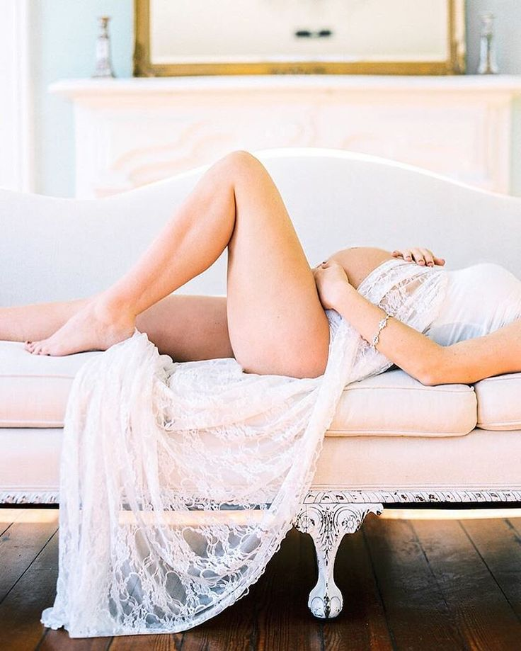Contax645 | Portra800 | PhotoVision | SP3000 | Vintage-inspired maternity shoot, styled with lace on an elegant couch. Photo by fine art film photographer @perryvaile