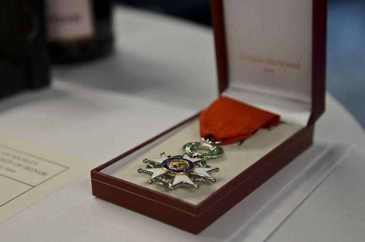 La promotion du 14 Juillet de la Légion d'honneur distingue cette année un nombre «exceptionnellement resserré» de 101 personnalités.Parmi eux, l'ex-Premier ministre Bernard Cazeneuve ou l'ancienne ministre Monique Pelletier.