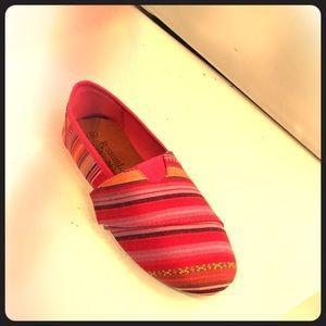 Shoes - Velcro fusia canvas flats