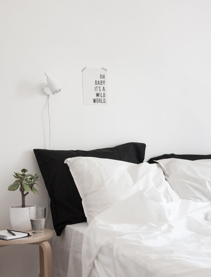 minimalist bedroom ideas White wall lamp on white wall