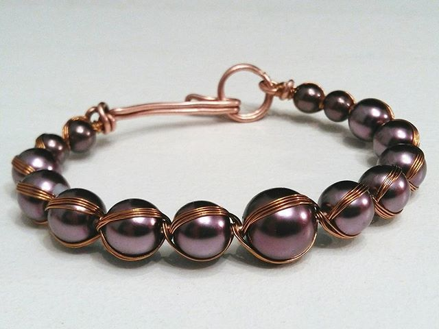 Woohooo! Time for a giveaway! :) I'll ship this beautiful handmade copper bracelet with acrylic beads to a lucky dude/dudette for free... To enter: 1. Like this post. 2. Tag a friend who would love this bracelet. 3. Follow me.  This giveaway runs till midnight on Friday Feb. 3 (Norway = GMT +1). The winner will be announced shortly after, and with some luck you'll have the bracelet in the mail before Valentine's day ;) Good luck!  #lismjewelry #giveaways #bracelet #handmadewithlove…
