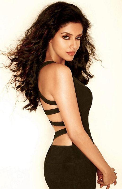 Beautiful Bollywood actress Asin Thottumkal