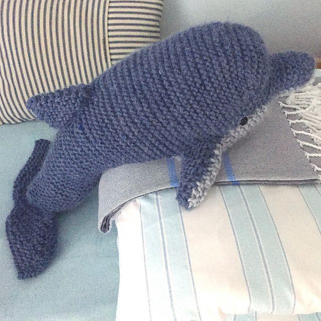 Dolphin pattern by Claire Garland   Tricot et crochet ...