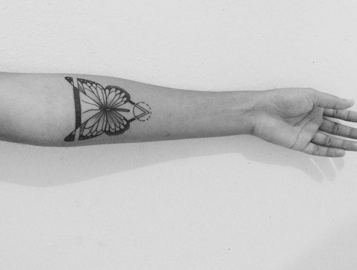 modele tatouage, photo blanc et noir, design tatouage avec motifs tribal, tattoo pour homme
