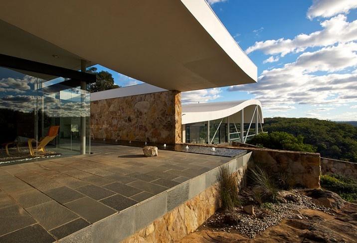 347603-master-bedroom-patio-the-seidler-house-south-coast-australia.jpg (716×488)
