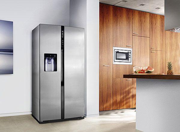 Un réfrigérateur américain classe A++. Compresseur Inverter. Panneau de commande tactile. Comprend trois compartiments pour un stockage à des températures et degré d'hygrométrie  différents. NR-B53V1. Panasonic.