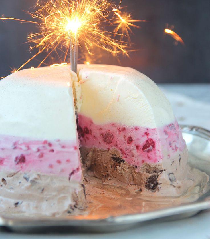 Lyxig, drömgod glassbomb med vanilj, hallon & chokladsmak.