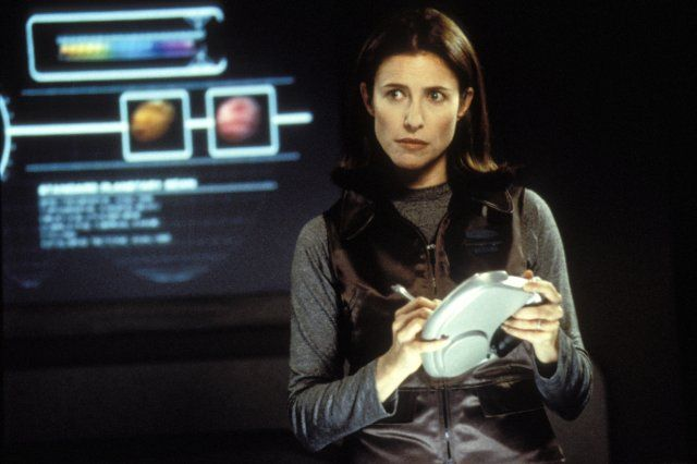 Dr. Maureen Robinson (Mimi Rogers) in the Lost in Space movie