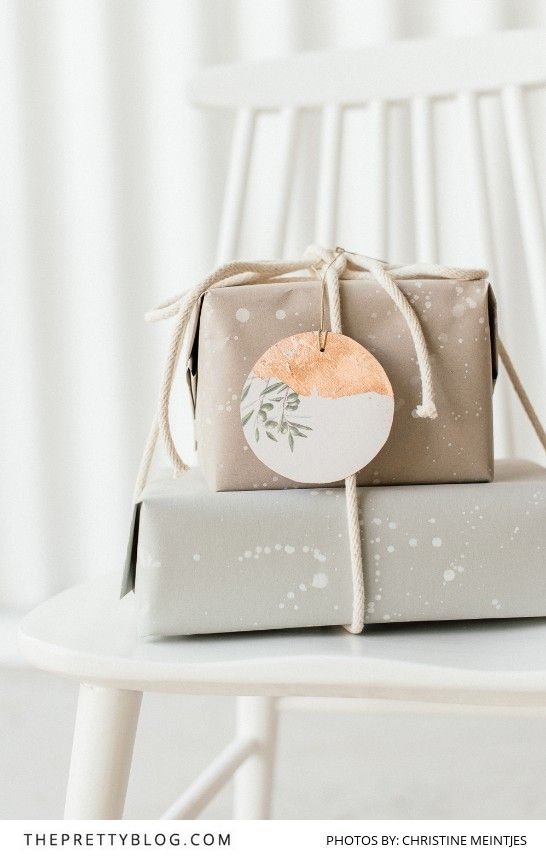 A simple wrapping paper DIY and printable gift tag to get your presents looking lovely under the Christmas tree!