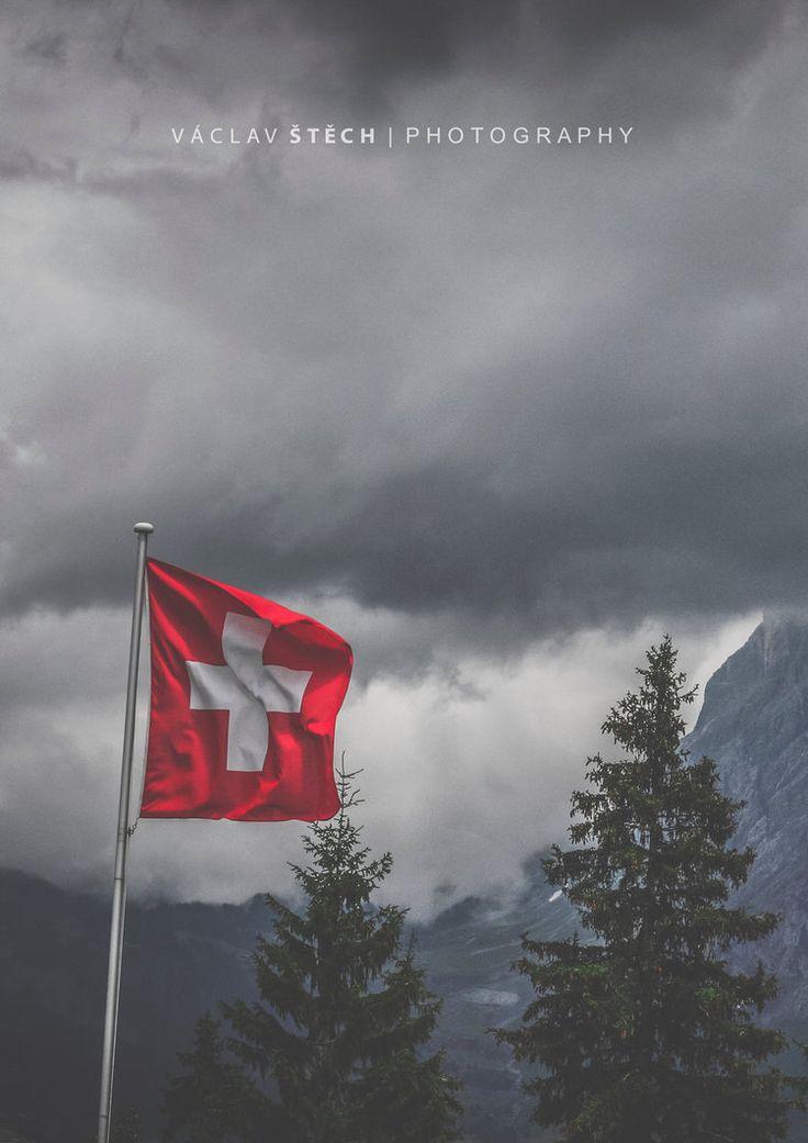 Storm is Coming Grindelwald Grund Road Trip Switzerland 2015