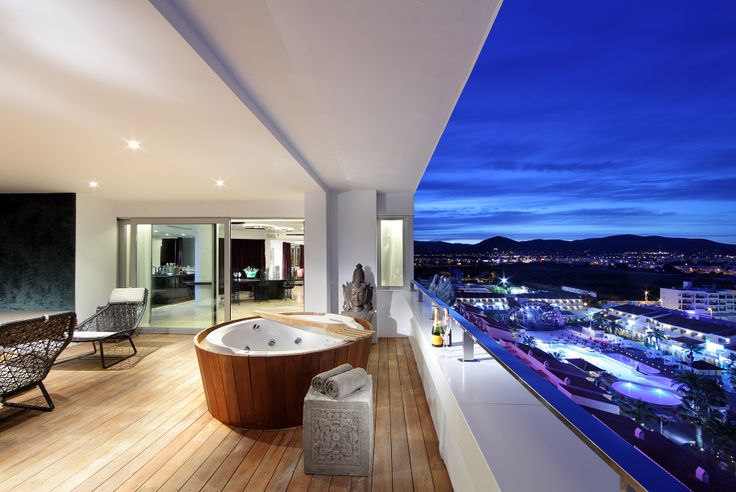 I'm On the Top of the World Suite - The Ushuaïa Tower