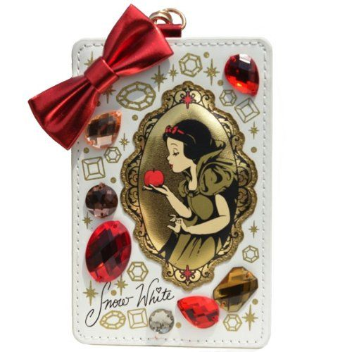 Why not carry your cards in a cool Disney case like these ones from Tokyo Disneyland? Featuring Snow White, Alice in Wonderland and Ariel in a sparkly design. Snow White Pass Case BUY HERE Ariel Li...