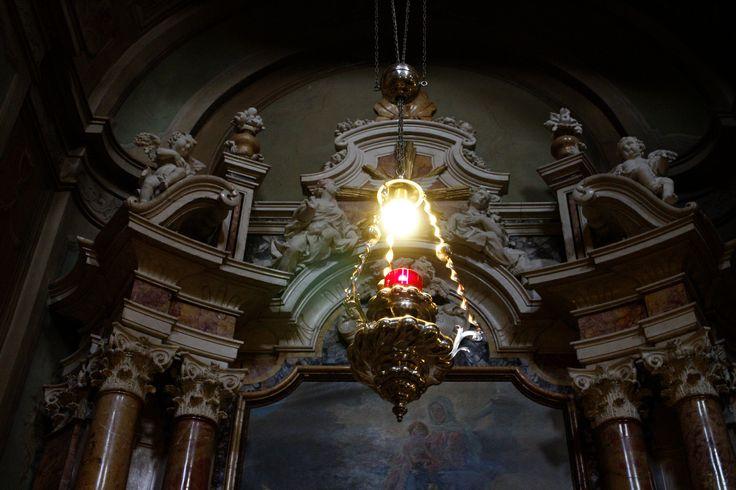 Lampendetail in Mariä Himmelfahrt, Riva del Garda, Trentino, Italien