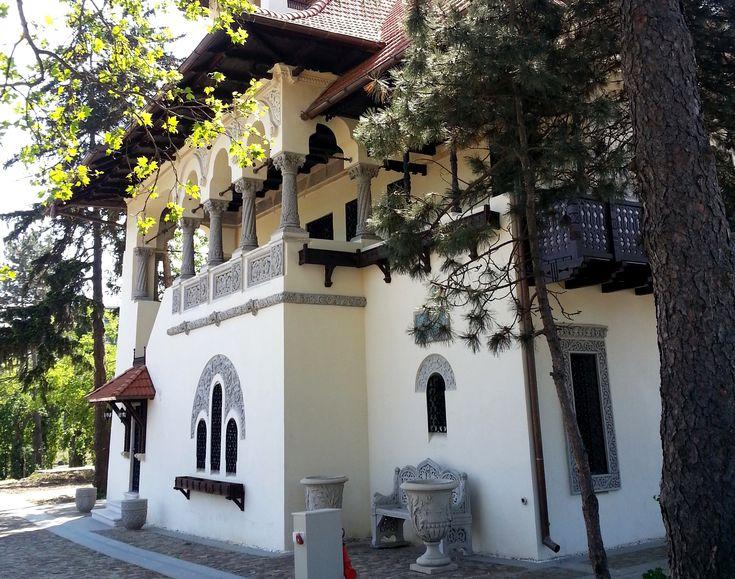 Villa Minovici, 1905, Arch Cristofi Cerchez. Neo-Romanian style, a regional variant of the Ottoman tower houses common in the Balkans.
