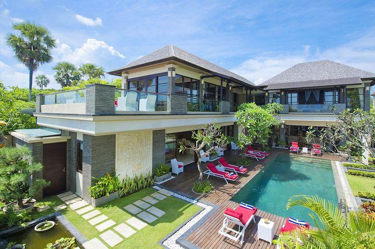 Villa Lega is een eigentijdse stijl 5 slaapkamer vakantievilla, direct gelegen aan het strand van Bali met prive zwembad te Seminyak Indonesie