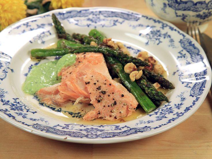 Grillad lax med sparrissallad | Recept från Köket.se