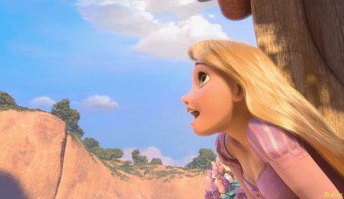 Rapunzel: Yo me pregunto, pregunto Pregunto qué cuándo Empezaré a vivir Las luces Que deseo contemplar Cada año En mi cumpleaños están ¿De dónde son? Ahí quiero ir Quizá hoy mi madre Me permita ya salir