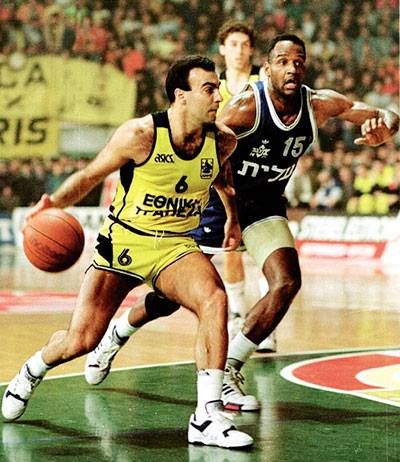 European Champions League 1989 - 1990. ARIS - MACCABI TEL AVIV 97 -81 ---Nikos GALIS facing Barlow.