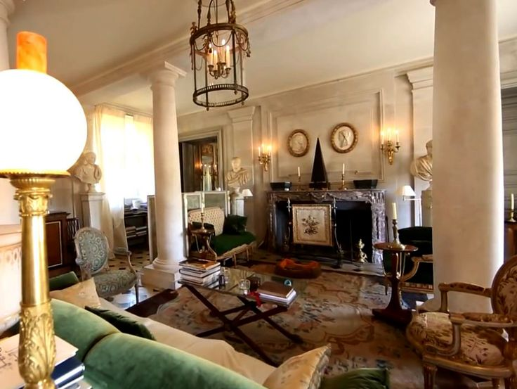 In Jacques Garcia's Château du Champ-de-Bataille a very large Black Obelisk is placed as focus of the room, on the mantle piece ; framed on the wall by medallions placed symmetrically on either side.