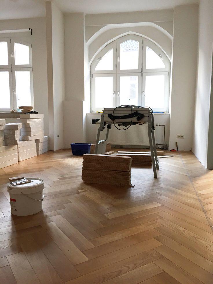 altbau mit 310 cm deckenh he fischgr tparkett helle eiche breiter stab 590 mm x 100 mm mit. Black Bedroom Furniture Sets. Home Design Ideas