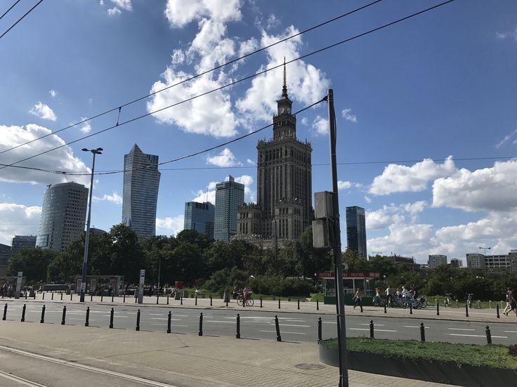 Good morning from #Warsaw @ewarsaw #travelphotography #traveler #poland #traveltheworld #chidofajny #travelblogger #travel #traveling