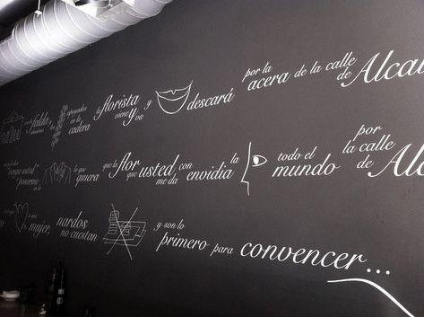 Diseño e ilustración del vinilo pareded entrada del restaurante
