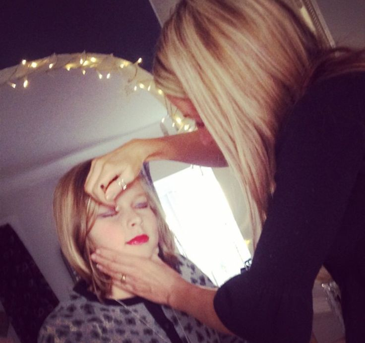 Mothers Feminizing Sons At Salon
