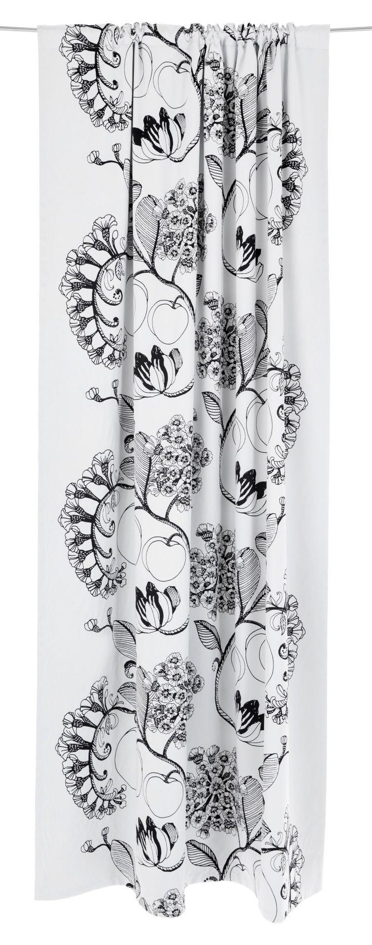 <p>Persikka-pimennysvalmisverhon herkullisen kuosin on suunnitellut Tanja Orsjoki. Toistuvat pyöreät persikat, lehdet ja kukinnot tuovat kuosiin hauskaa rytmiä. Persikka-pimennysverho tuo sisustukseen kodikasta tunnelmaa ja se sopii kodin e
