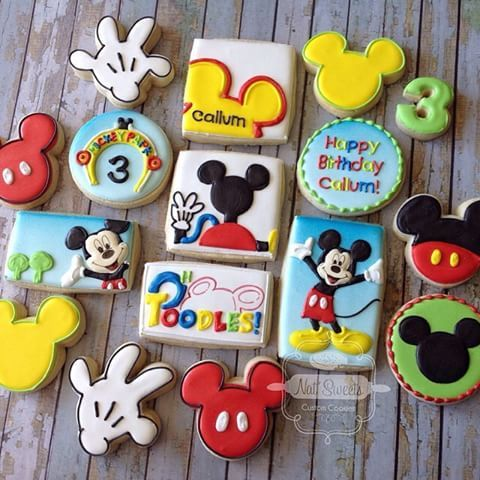 Repost from @natsweets: espectaculares galletas de Mickey Mouse #cookies #mickeycookies #mickeymousecookies #mickeymouse #decoratedcookies #galletas #galleticas #disneycookies