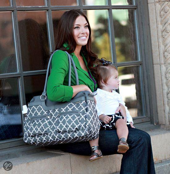 """""""SATCHEL"""" è la borsa da passeggino pratica ed elegante per le mamme che hanno bisogno di tanto spazio in più. Dotata di quattro tasche interne, sei tasche esterne, due portabiberon e fasciatoio da borsa. 3 varianti di colore."""