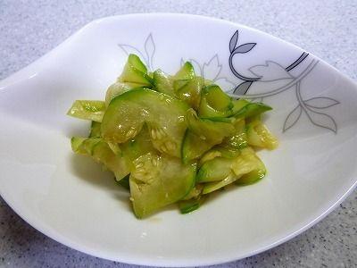 【摘果メロンのナムル】ナムルは塩もみした摘果メロンを醤油・ごま油・にんにく摺り下ろしを混ぜただけ