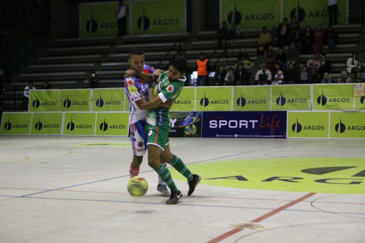 #Utrahuilca sorprendió a #CóndorSportLife en Bogotá y lo derrotó 3-2, quitándole el invicto que sostenía de 6 fechas en la liga. #FútbolRevolucionado