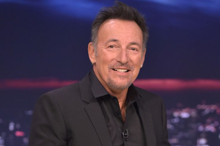 Bruce Springsteen is writing his autobiography for Simon & Schuster.