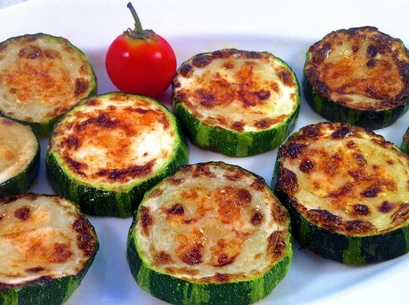 Parmesan Zucchini Bites--you can't stop at just one! Olive oil and broil 3 mins