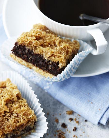 Opskrift: Chokoladetærte med drømmekagetop