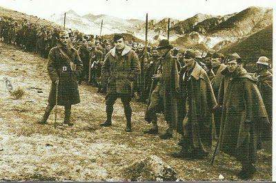 Milicias de requetés navarros y falangistas