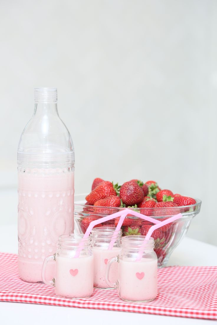 How To Make Delicious Strawberry Almond Milk