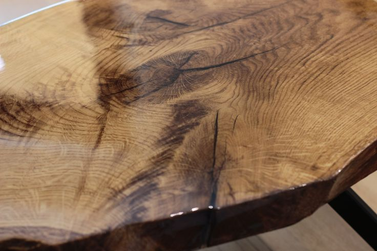 Live edge oak/steel coffee table made by Pracownia Stołów.