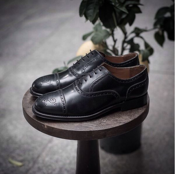 """""""Elegance is achieved when all that is superfluous has been discarded and the human being discovers simplicity and concentration: the simpler and more sober the posture, the more beautiful it will be."""" Paulo Coelho  Precis, our #oxford in black leather available online at www.velasca.com.   #velascamilano #madeinitaly #shoes #shoesoftheday #shoesph #shoestagram #shoe #fashionable #mensfashion #menswear #gentlemen #mensshoes #shoegame #style #fashion #dapper #men #shoesfo"""