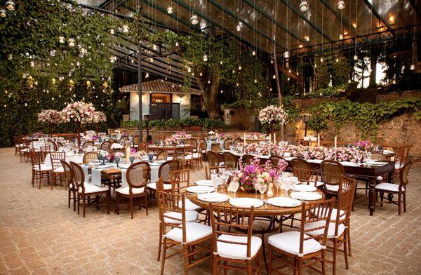 Inspiração de Mini Wedding | Wedding Inspiration + Wooden chairs and tables