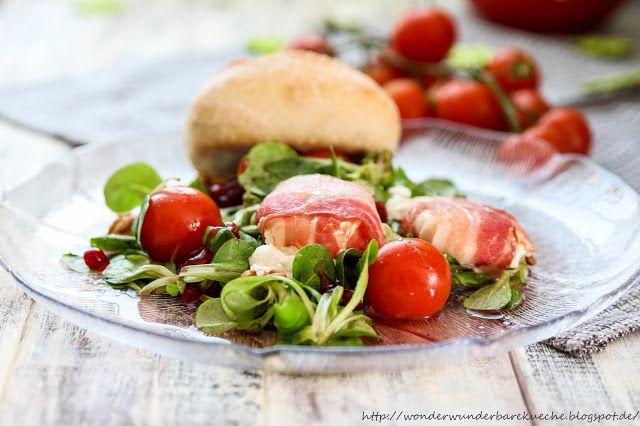 Bacon-Ziegenfrischkäse auf Feldsalat mit Preiselbeerdressing