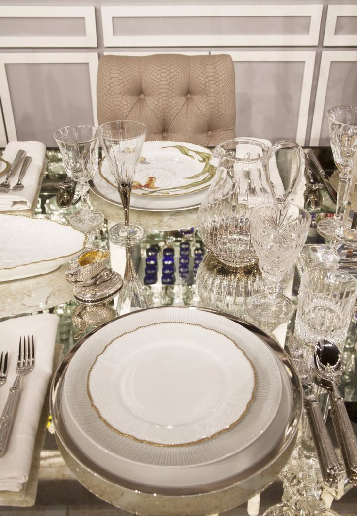 10 Dining Room Table Setting Ideas |dining room table,dining room decoration | dining table tips #diningroomdesign #diningroomdécor#diningroomchairs   See more:http://diningroomideas.eu/dining-room-table-setting-ideas/