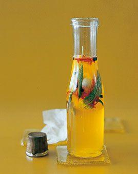 Salbei-Essig - Herzhafte Geschenke aus der Küche: Essig, Öl & mehr - [LIVING AT HOME]
