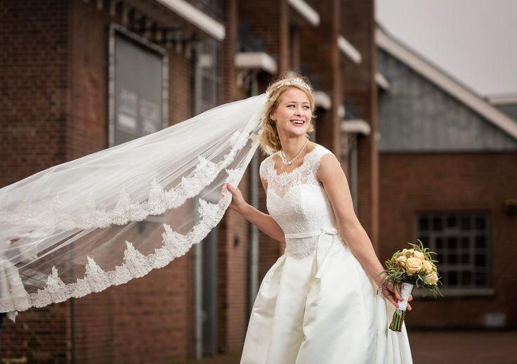 Speksnijder Bruidsmode   Mode voor bruidegom en bruid,  Bergambacht (Krimpenerwaard in de regio Schoonhoven, Gouda en Rotterdam   Mode voor de bruidegom, Veenendaal (Rijnvallei in de regio Utrecht, Ede en Betuwe www.bruidscollectie.nl