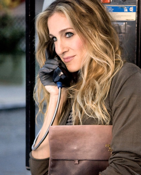 Carrie Bradshaw! Love her style! See more on my #blog Lionsandwolves.com #fashionblogger