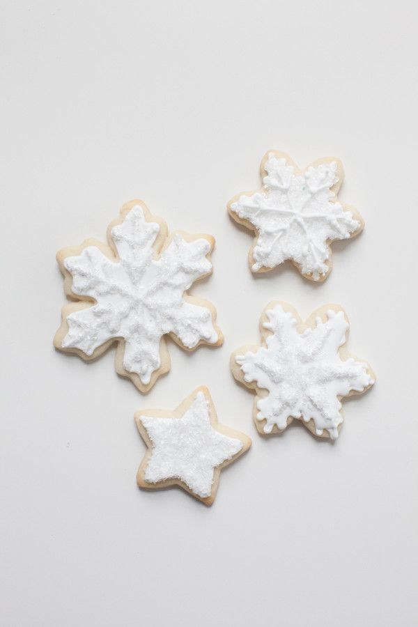 sparkly snowflake cookies for a winter wedding! ~  we ❤ this! moncheribridals.com
