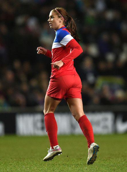 Alex Morgan vs. England, Feb. 13, 2015. (Tom Dulat/Getty Images Europe)
