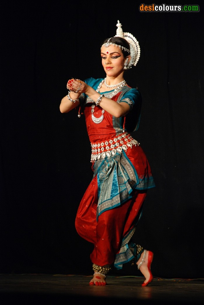 essay on classical dances of india Indian classical dances india has thousands of year old tradition of fine arts and  classical and folk music and dances some of the world-famous dance forms.