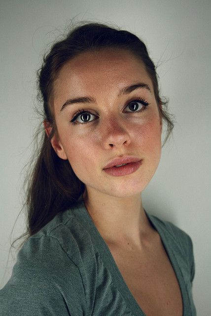 Is it weird that THIS is the look I absolutely love? Dewey, natural, minimal makeup and hair! I wish I pulled it off as well as this girl. Low maintenance, ftw!